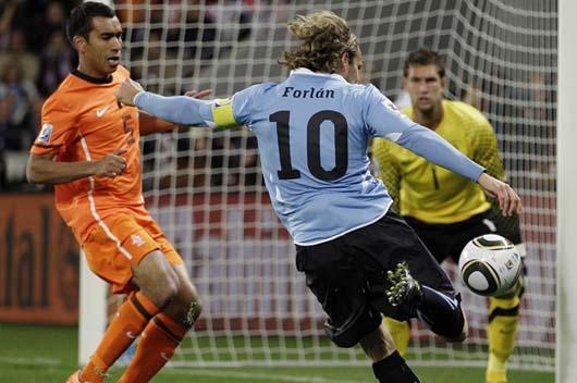 Uruguay empata 1-1 Holanda (primer tiempo)