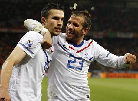 Holanda vence 2 - 1 a Camerún en partido de trámite