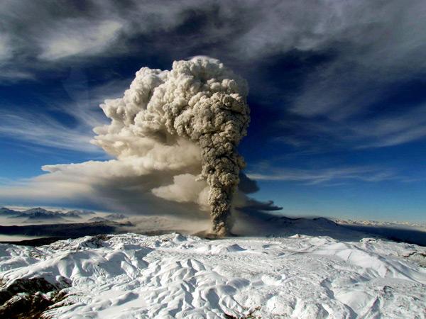 Erupción del volcán Puyehue equivale a 70 bombas atómicas