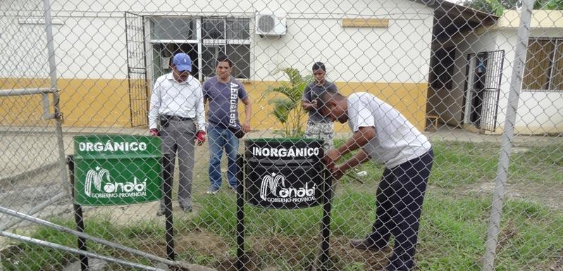 Colocan recipientes para basura