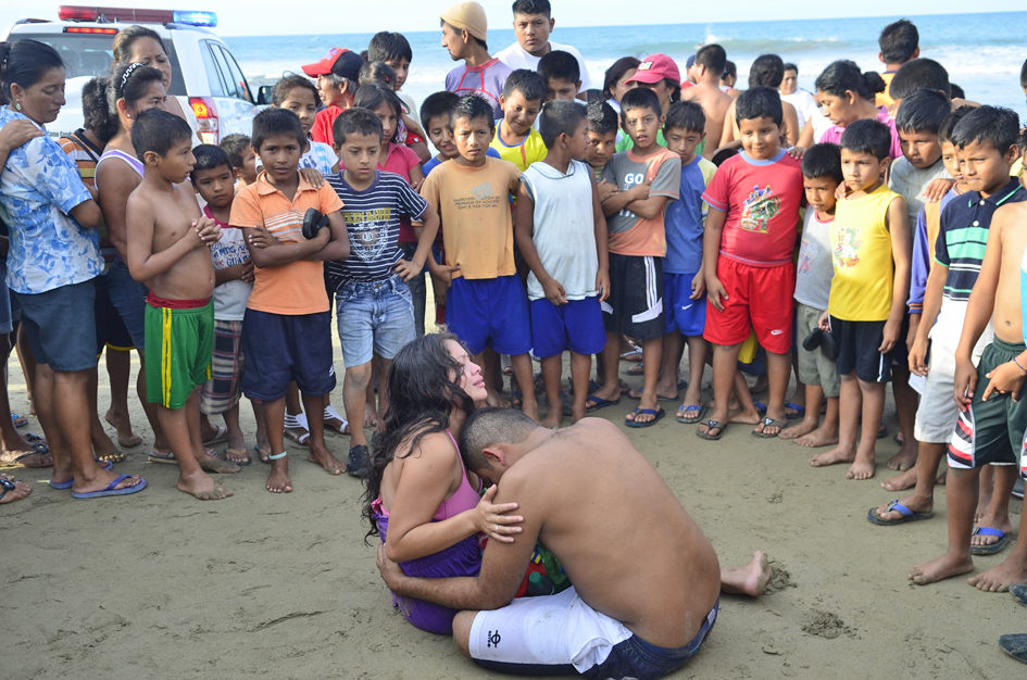 Niño se ahoga en playa de San Mateo