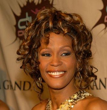 Cantantes latinos se unen en Twitter a la pena por la muerte de Whitney