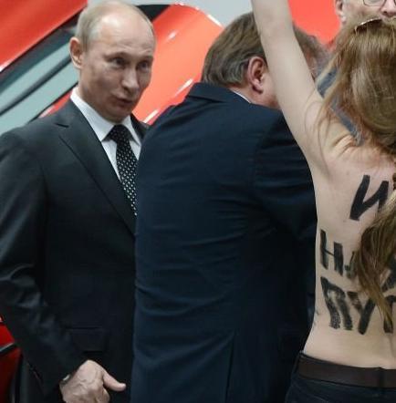 Semidesnudas contra Putin
