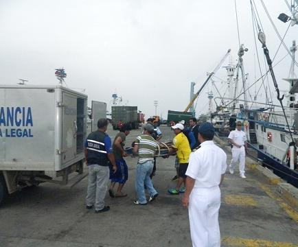 Cuerpo de pescador que falleció en alta mar llegó en la mañana
