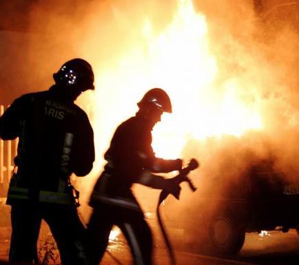 Incendio en un hotel deja al menos cuatro lesionados