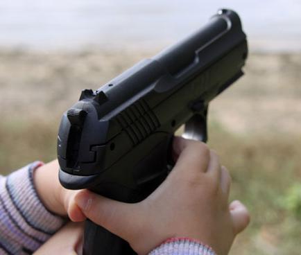 Niño de cuatro años le dispara a otro de seis