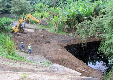 Derrame de crudo contamina estero en Esmeraldas