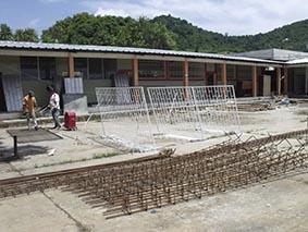 Reconstruyen aulas de colegio Fanny de Baird