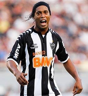 Ronaldinho quiere jugar el Mundial y en Europa