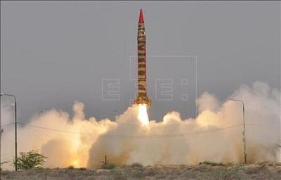 Pakistán prueba un misil de medio alcance con capacidad nuclear