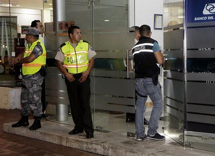 Roban cerca de 130 mil dólares en el Banco del Austro en Guayaquil