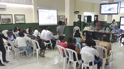 El municipio y barrios priorizan el arreglo de las calles destruidas