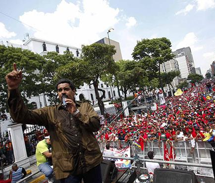 Maduro promete subir los sueldos