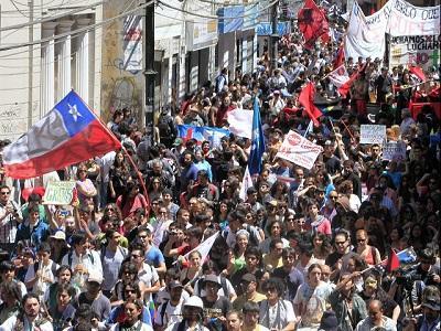 Miles de estudiantes chilenos volvieron a marchar