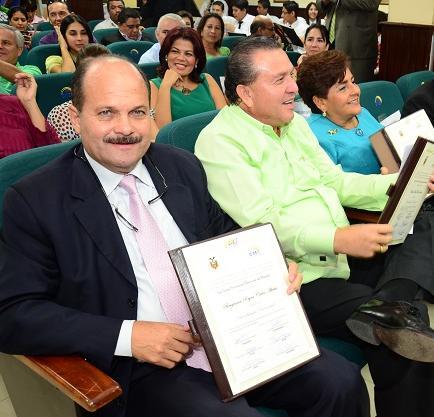 El CNE entrega credenciales a asambleístas manabitas
