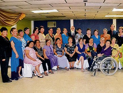 Festejan 40 años de graduadas del colegio Portoviejo