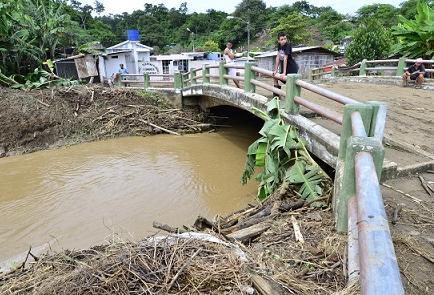 Familias afectadas por inundación en la parroquia Calderón
