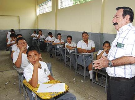 Ministerio condecorará a 30 maestros jubilados