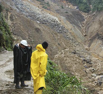 Reinician rescate de mineros que están sepultados