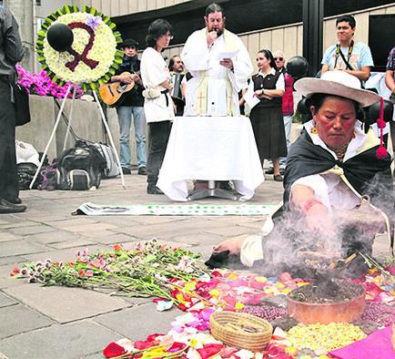 Ritual indígena y misa en Quito en honor a los waorani y taromenane