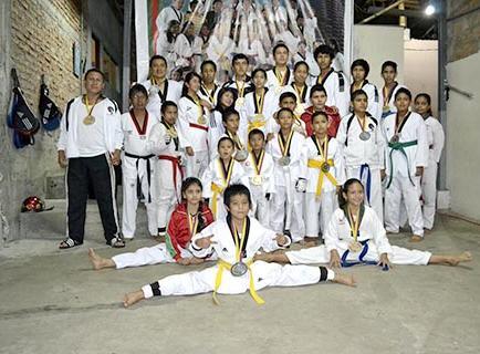 Taekwondistas destacan en torneo