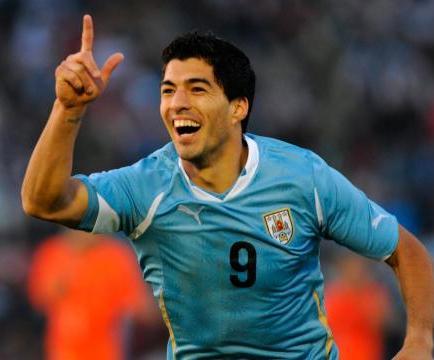 La FIFA 'persigue' al uruguayo Luis Suárez, denuncia la AUF
