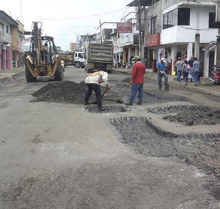 El municipio realiza trabajos de bacheo