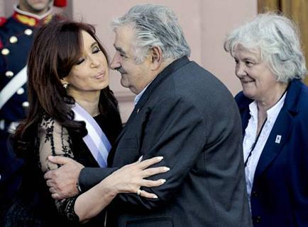 Presidente Mujica se disculpa con Fernández