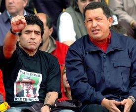 Maradona visitó cuartel que alberga restos de Chávez y pide votar por Maduro