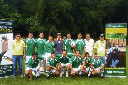 Club 1 de enero compite en torneo de fútbol sénior