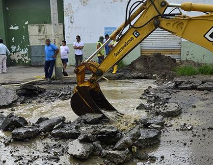 Falta de agua se mantiene en barrios