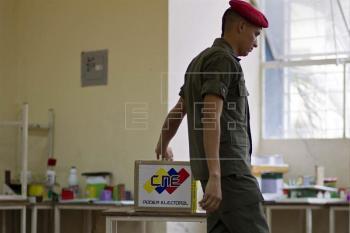 Los venezolanos van a las urnas para elegir al sucesor de Chávez
