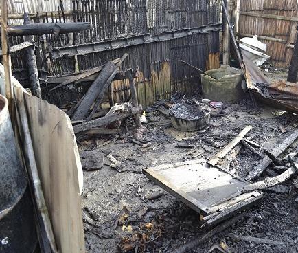 Voraz incendio deja en la calle a dos familias