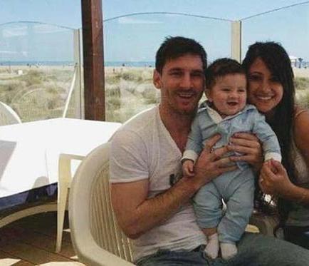 Messi presenta a su hijo Thiago a través de las redes sociales