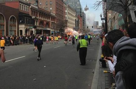 Numerosos heridos tras dos explosiones en la maratón de Boston
