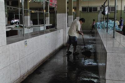 Minga de Limpieza en el mercado #1 en Portoviejo