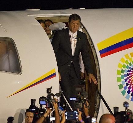 Correa felicita a Maduro y dice que Venezuela 'jamás volverá al pasado'