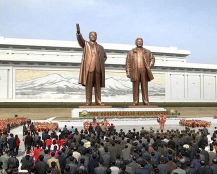 Corea del Norte frena sus hostilidades para rendir tributo a su fundador