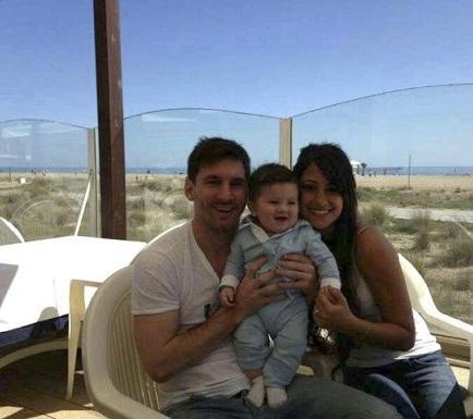 Messi publica foto de su familia en Facebook