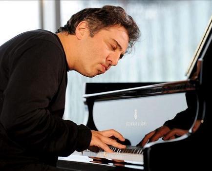 Famoso pianista es condenado a prisión por insultar a la religión