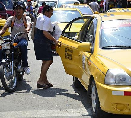 Taxistas piden alza en pasajes