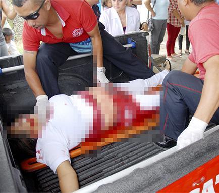 Mujer es asesinada en las afueras de colegio