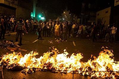 Siete muertos y 61 heridos en disturbios