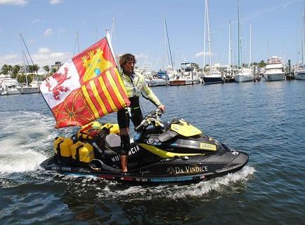 Aventurero inicia última etapa en moto acuática de Miami a La Habana