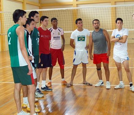 Manabitas se alistan para nacional de voleibol