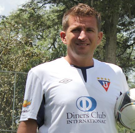 Urrutia anuncia su retiro del fútbol profesional