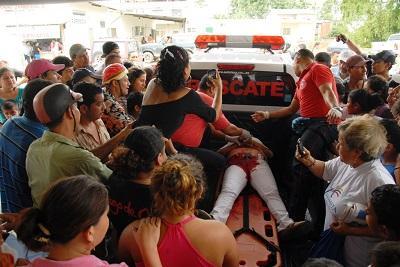 Asesinan a mujer cuando matriculaba a su hija, ocurrió en El Carmen