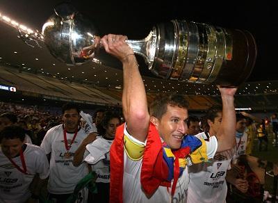 Urrutia anuncia su retiro del fútbol para junio