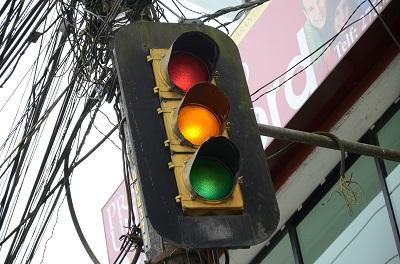 Policía empezará con el arreglo de semáforos