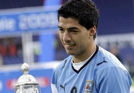 Uruguay presenta defensa de Luis Suárez ante la FIFA